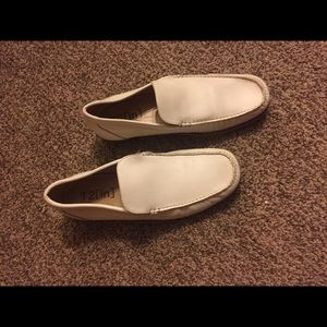 T2[in] loafers
